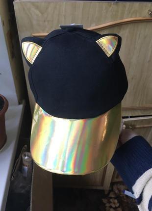 Кепка бейсболка с ушками ушами кошка с голографическим козырьком хамелеон золотая