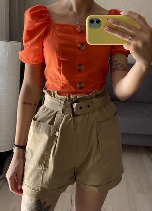 Хлопковые шорты с накладными карманами и тканевым ремешком