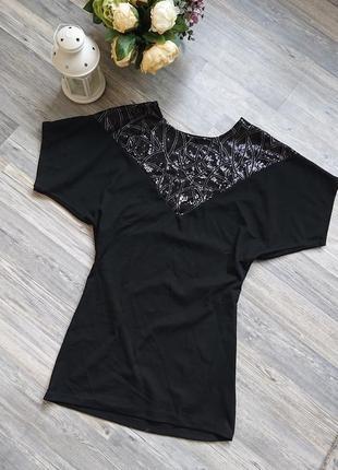 Красивое черное трикотажное платье с коротким рукавом