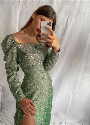 Платье на плечи, платье в цветок, вырез каре