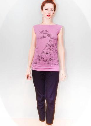 Удлиненный розовый топ с птицами mng jeans