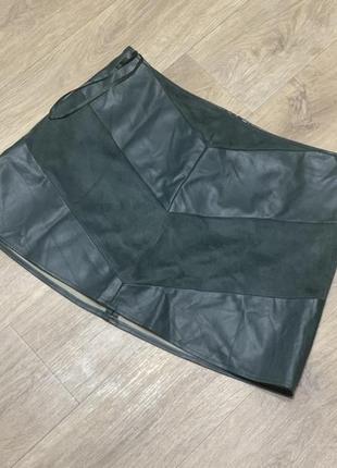 Крутая юбка под кожу хаки