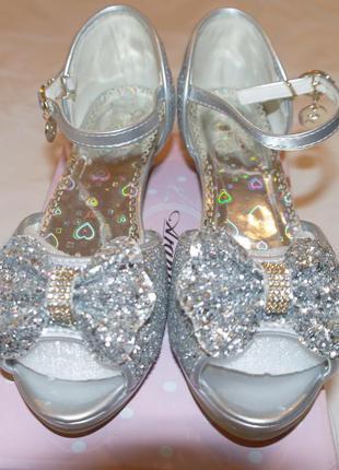 Невероятно красивые нарядные туфли
