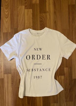 Базовая футболка с надписью zara mango h&m