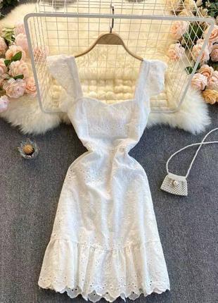 Платье белое кружевное на молнии