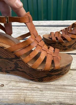 Оригинал кожаные стильные сандали босоножки mango