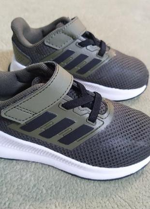 Кроссовки adidas,модель 2020 года,оригинал