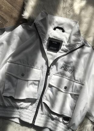 Куртка вітровка bershka з світловідбиваючими вставками рефлективна
