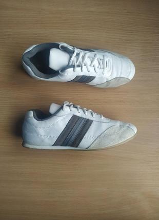 Кожаные белые кроссовки размер 39(25-25.5см)  футзалки