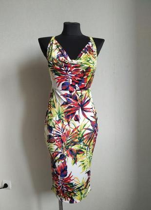 Актуальное платье миди  в тропический принт