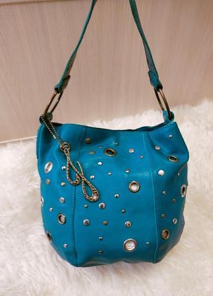 Красивая кожаная сумка от jennifer lopez