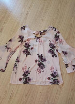 Красивая блуза в цветочный принт,рукава волан
