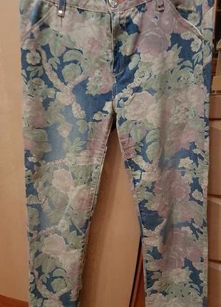 Фирменные джинсы в цветочный принт бренд lerock