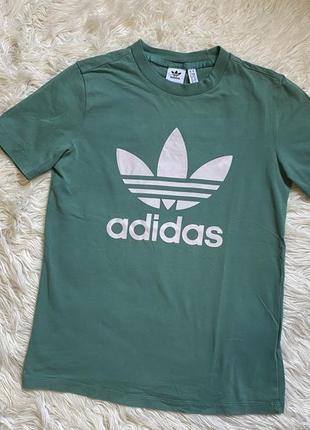 Спортивная мятная футболка adidas раз.s-m
