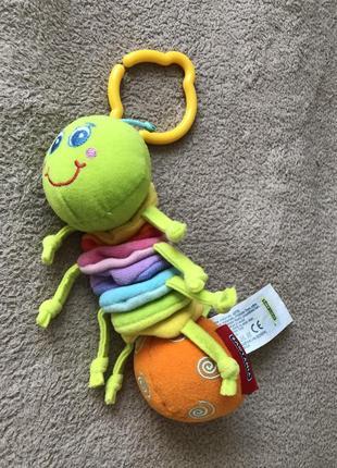 Игрушка подвеска tiny love гусеничка