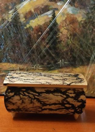 Шкатулка из натурального дерева.