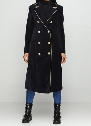 Оксамитове пальто з неймовірними ґудзиками