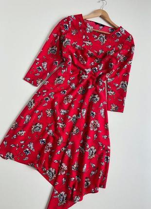 Красива асиметрична сукня міді