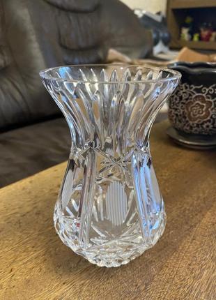 Маленькая хрустальная ваза