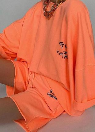Яркий стильный неоновый летний весенний костюм оранж шорты футболка
