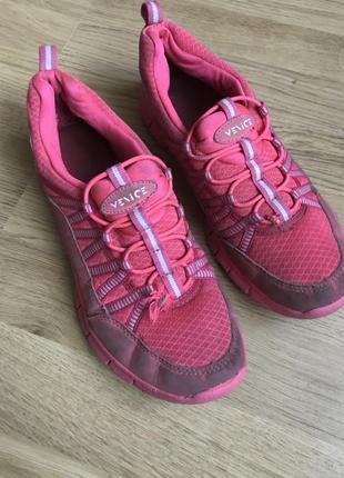 Кросівки жіночі спортивні