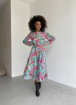 Шифоновое платье миди в цветочный принт с цветами