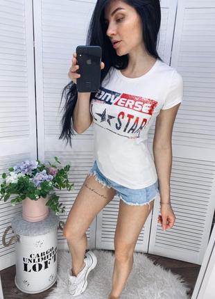 Базовая женская футболка.