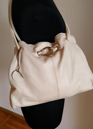 Кожаная женская сумка бежевого цвета