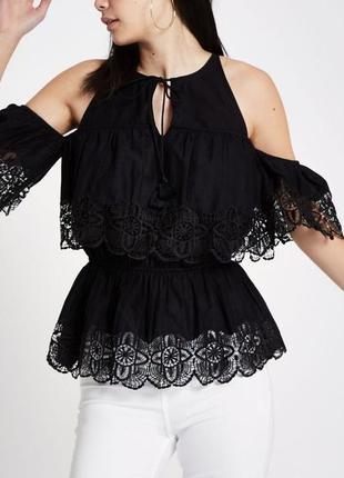 Актуальный кружевной  топ / хлопковая нарядная блуза с красивыми  плечами