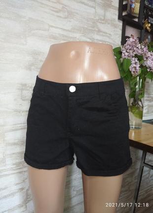 Фирменные, джинсовые шотры в идеале!!!
