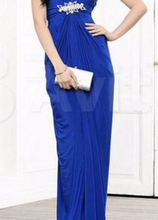Вечернее платье в пол синего цвета с вырезом