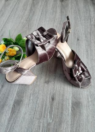 Босоножки велюровые на высоком каблуке коричневые ,размер 38.5