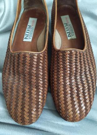 Интересные кожаные туфли, лоферы от andrea puccini8 фото