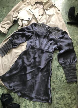 Платье атласное с широкими рукавами под винтаж