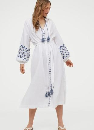 Белое вышитое платье h&m