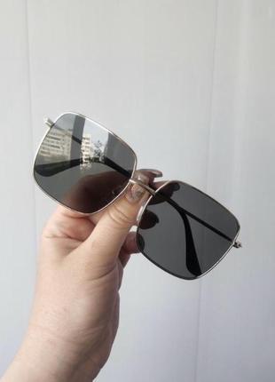 Солнцезащитные квадратные очки в металической оправе