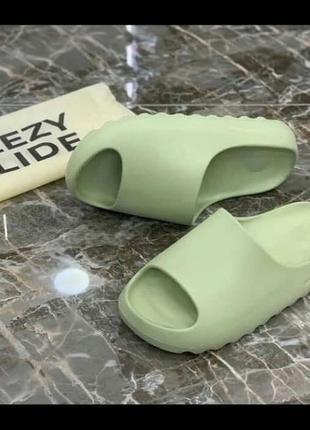 Женские тапочки,сланцы adidas yeezy slide