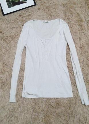 Белая кофточка свитер в рубчик