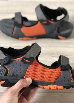 Нові босоніжки сандалі