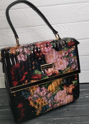 Шикарная лаковая сумка в цветочный принт