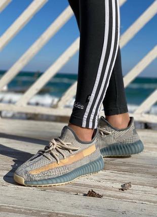 Легкие спортивные кроссовки кеды демисезонные adidas yeezy 350 серые