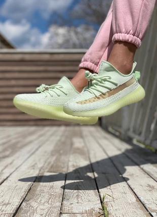 Легкие спортивные кроссовки кеды демисезонные adidas yeezy 350 текстильные салатовые