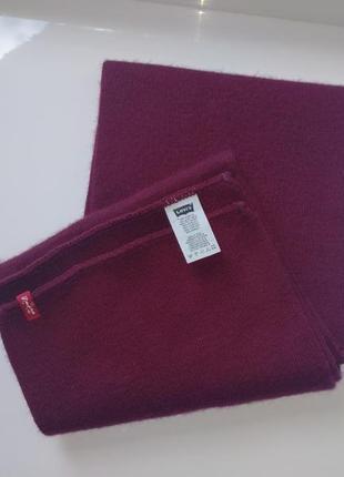 Бордовый шарф от levis