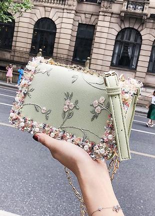Зеленая женская сумка клатч с вышивкой