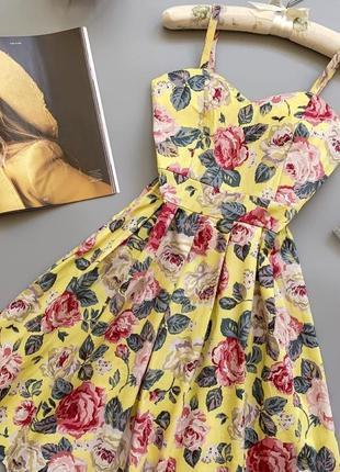 Идеальный солнечный сарафан с красивым объемным цветочным принтом 💔