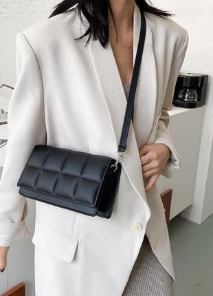 Небольшая женская сумка клатч  цвета в наличии: черный, белый.