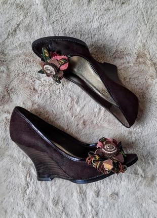Эксклюзивные туфли на танкетке