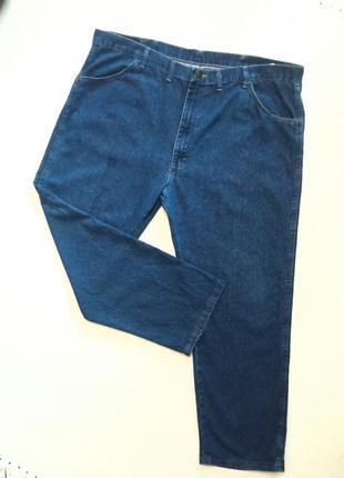 Брендовые джинсы но очень большого размера.
