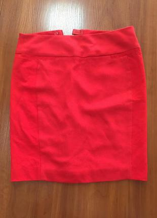 Красная классическая юбка