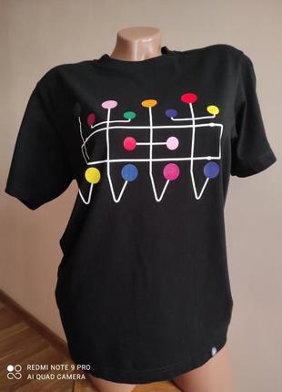Стильная футболка uniqlo